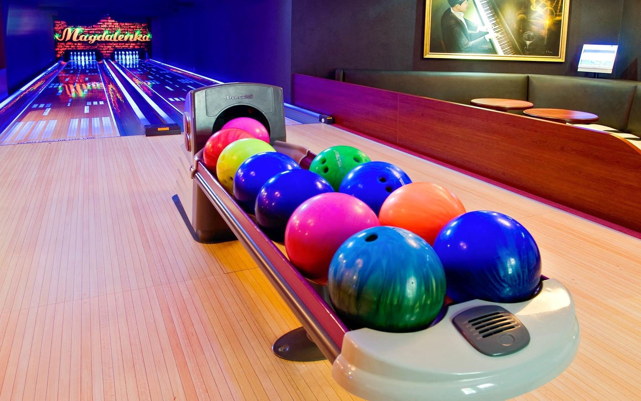 Tady zábava nikdy nekončí, můžete zajít na bowling...