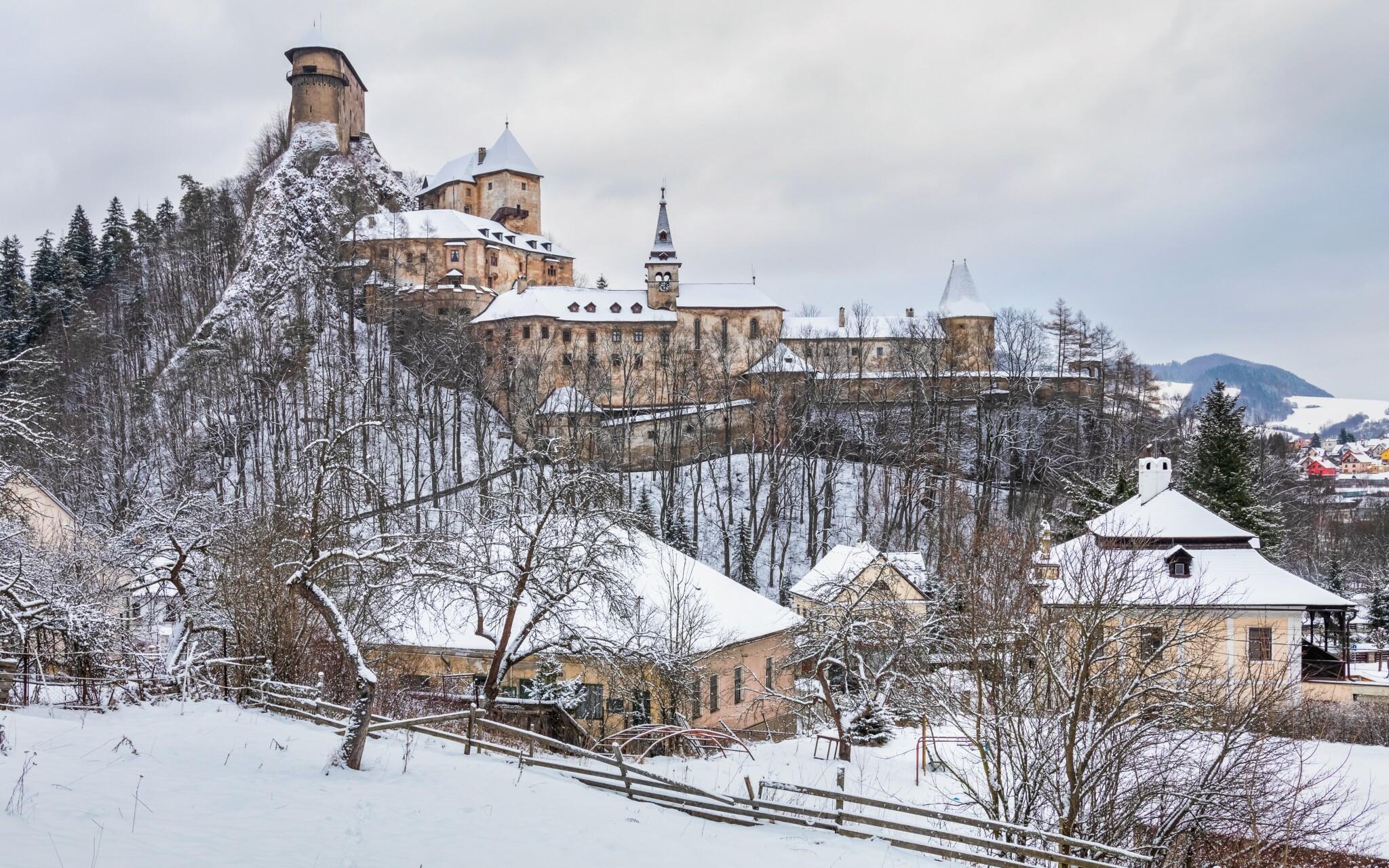 Poblíž hotelu se nachází Oravský hrad