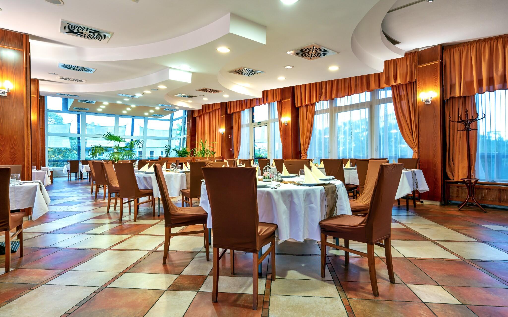 Stylová restaurace v Hotelu Amstel *** Györ Maďarsko