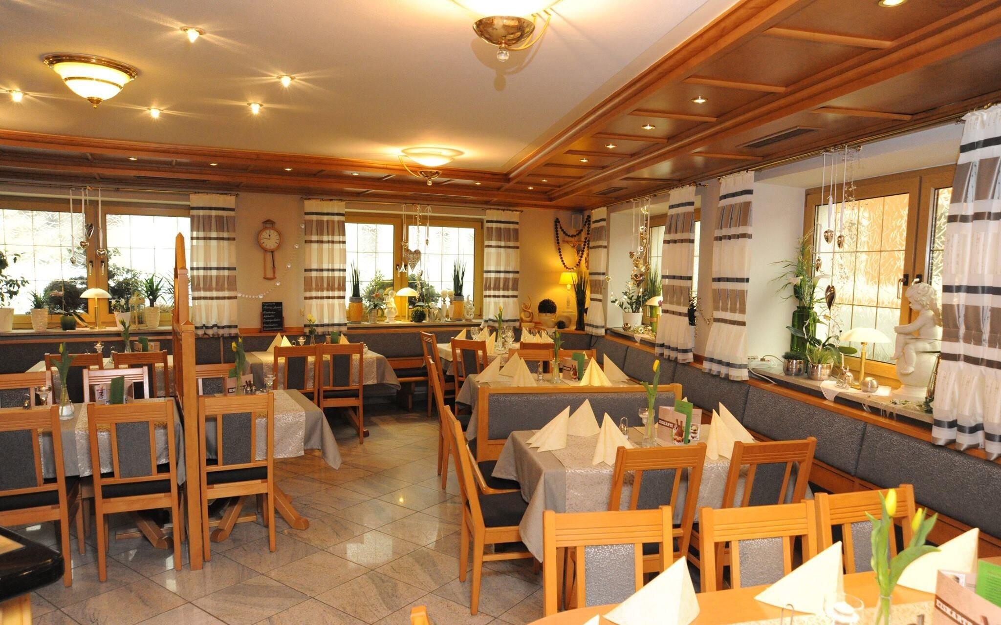 Restaurace, Hotel Rösslwirt ***, Lam, Bavorský les, Německo