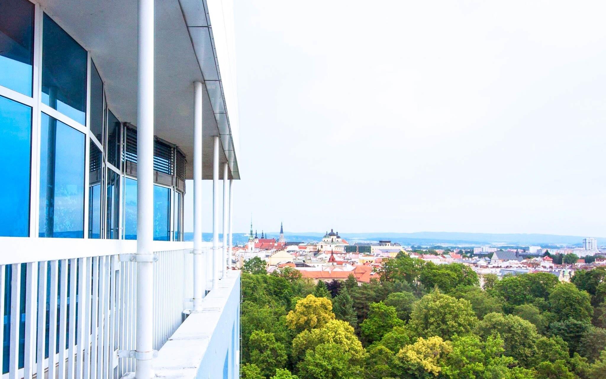 Výhľad na Olomouc z horných poschodí Hotela Flora ***