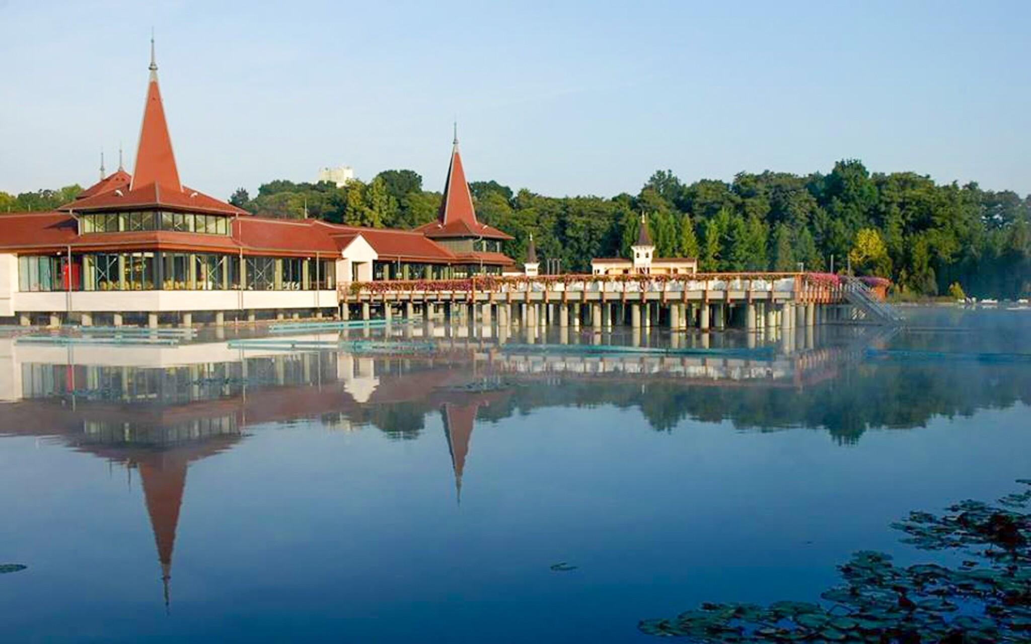 Termálne jazero a kúpele Hévíz Maďarsko