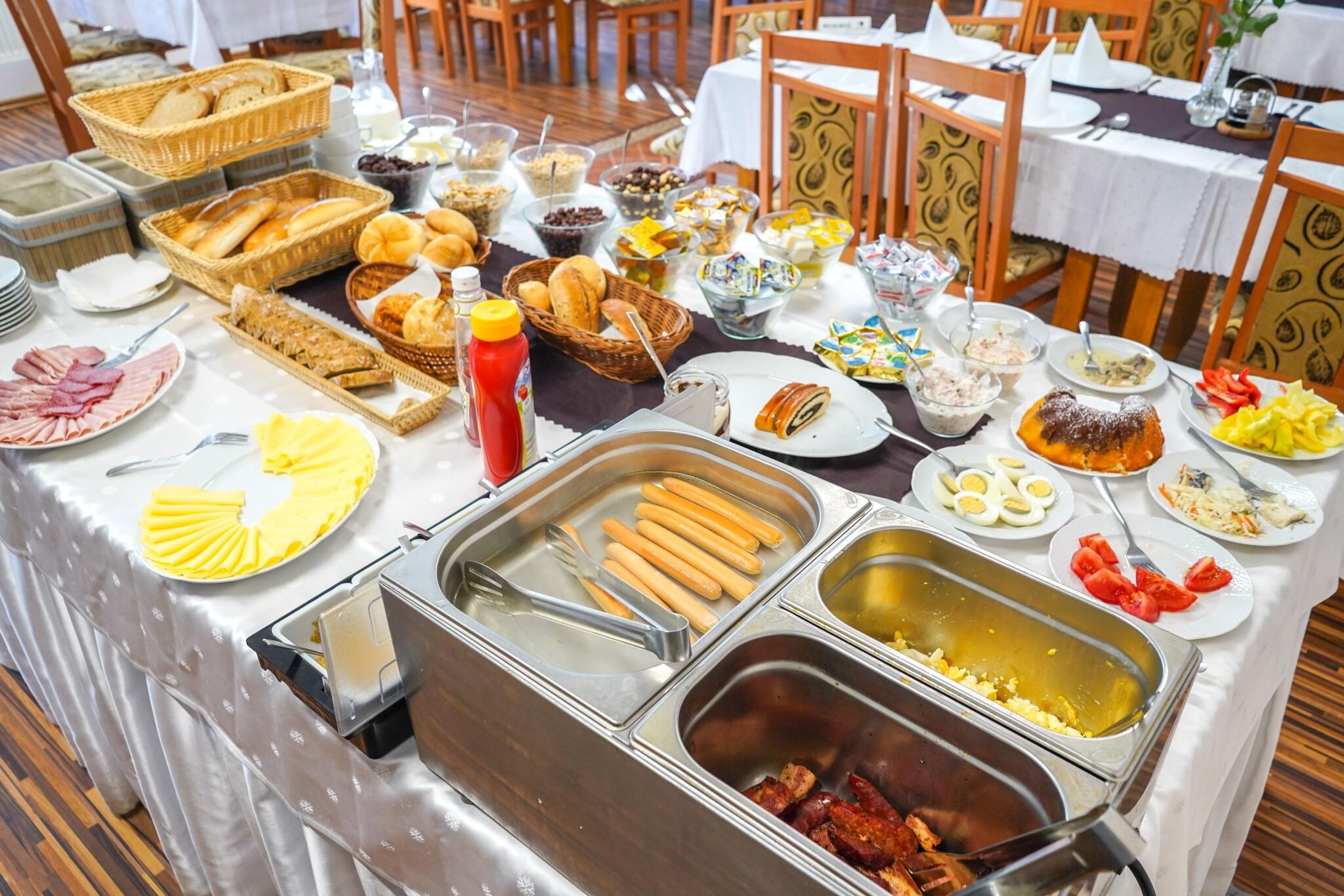 Ráno si pochutnáte na bohatých snídaních
