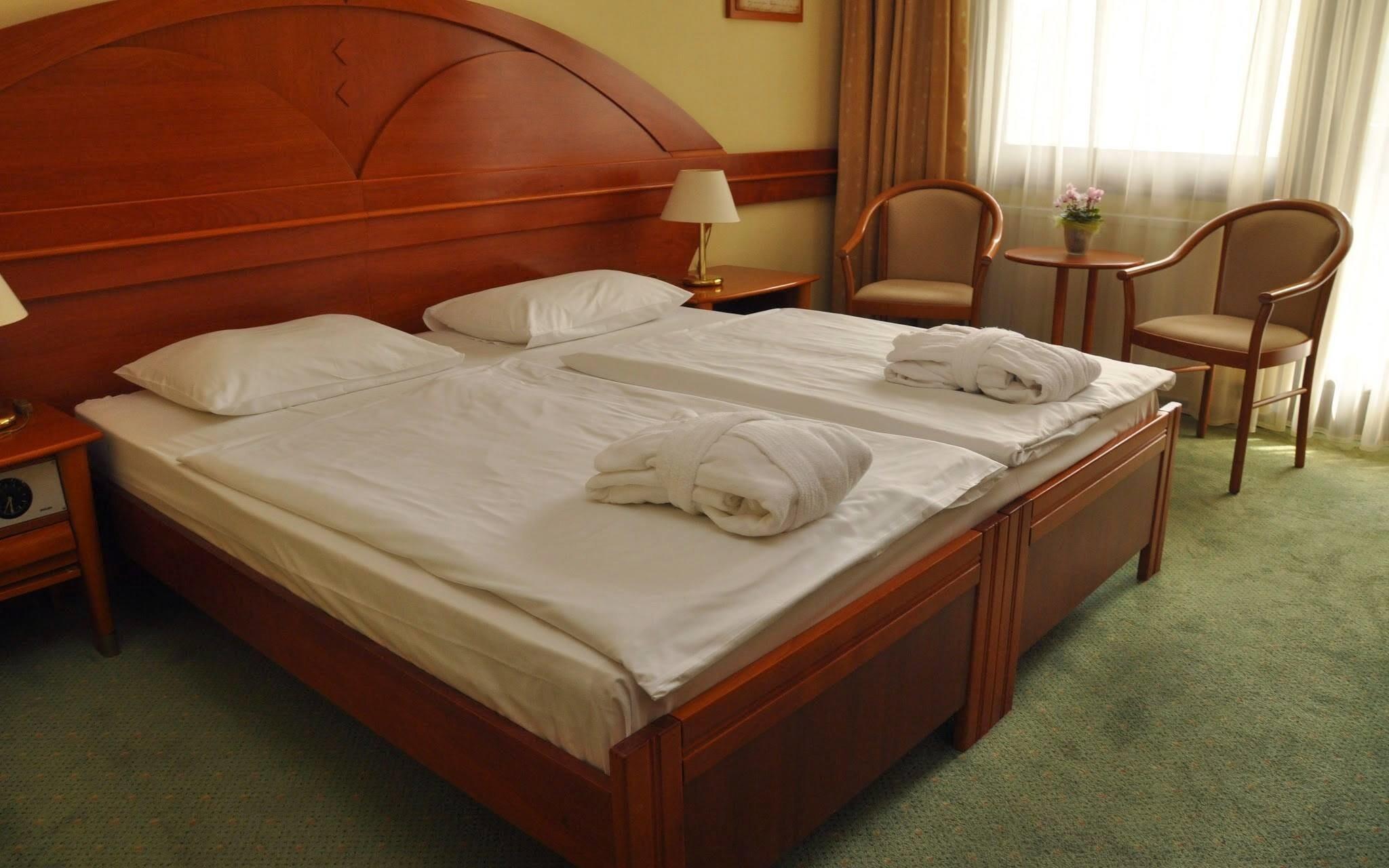 Pokoje jsou krásně zařízeny