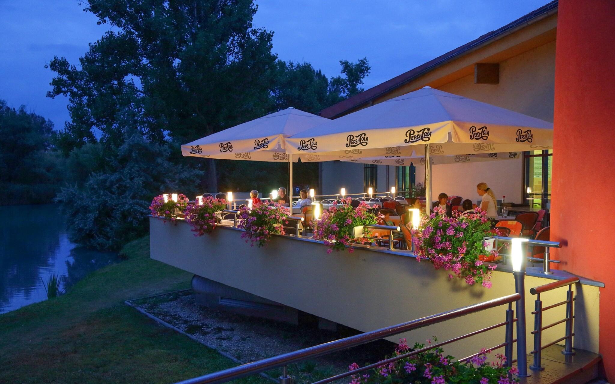 Reštaurácia, terasa, Wellness Hotel Patince ****