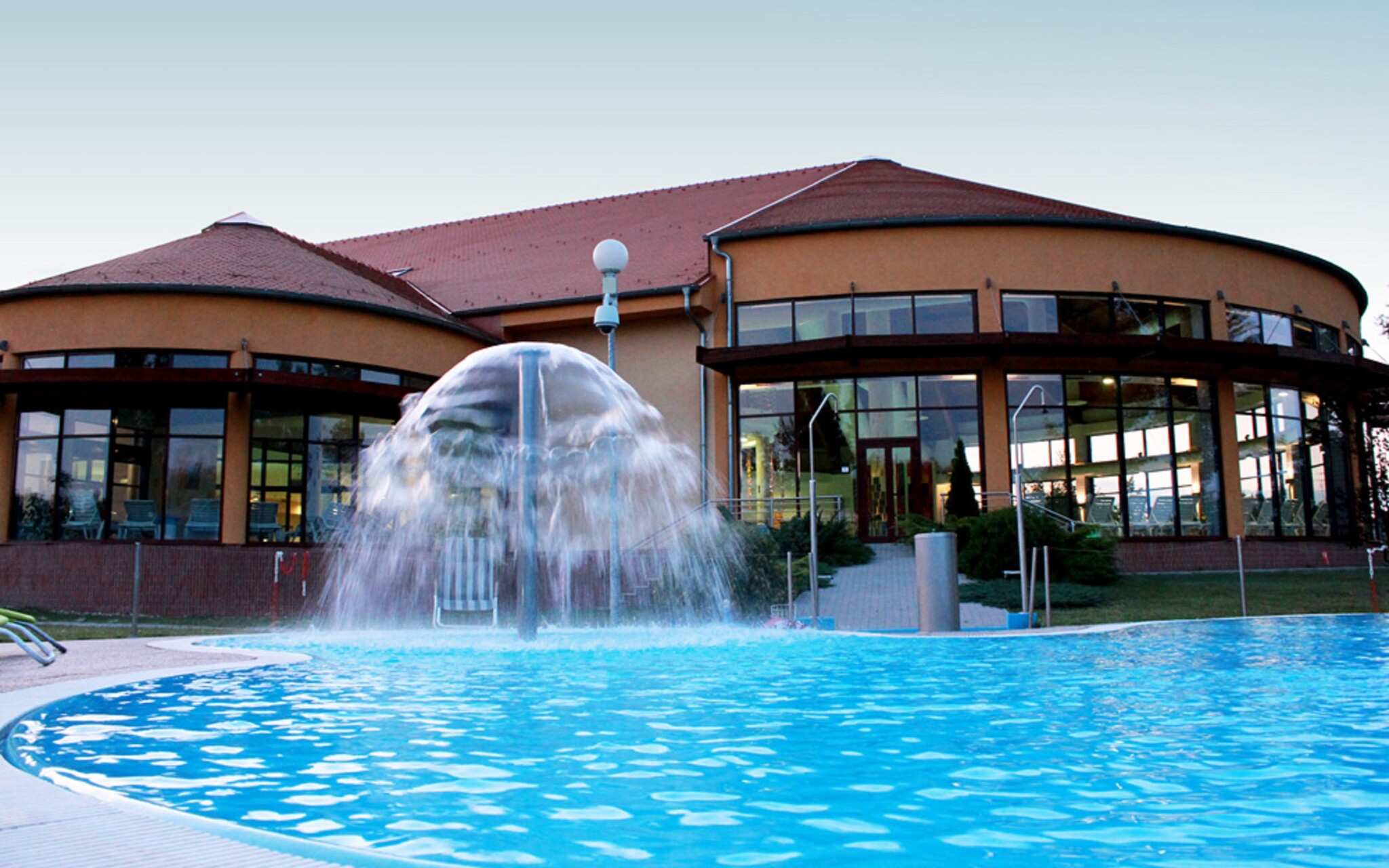 Termální voda, bazén, koupaliště, Wellness hotel Patince