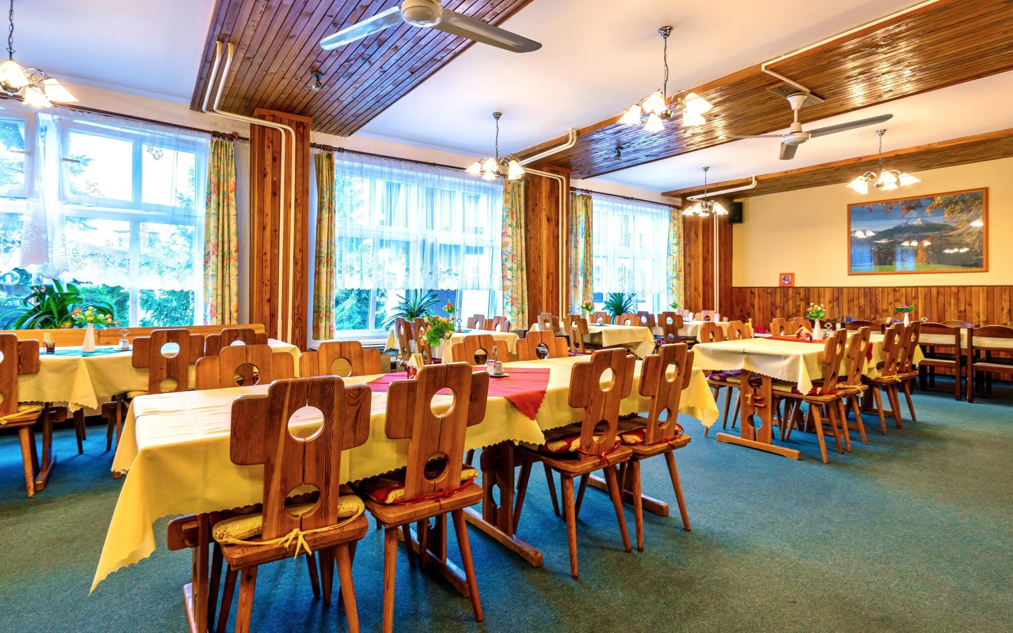 Reštaurácia, raňajky či polpenzia, Hotel Kolibřík na Šumave