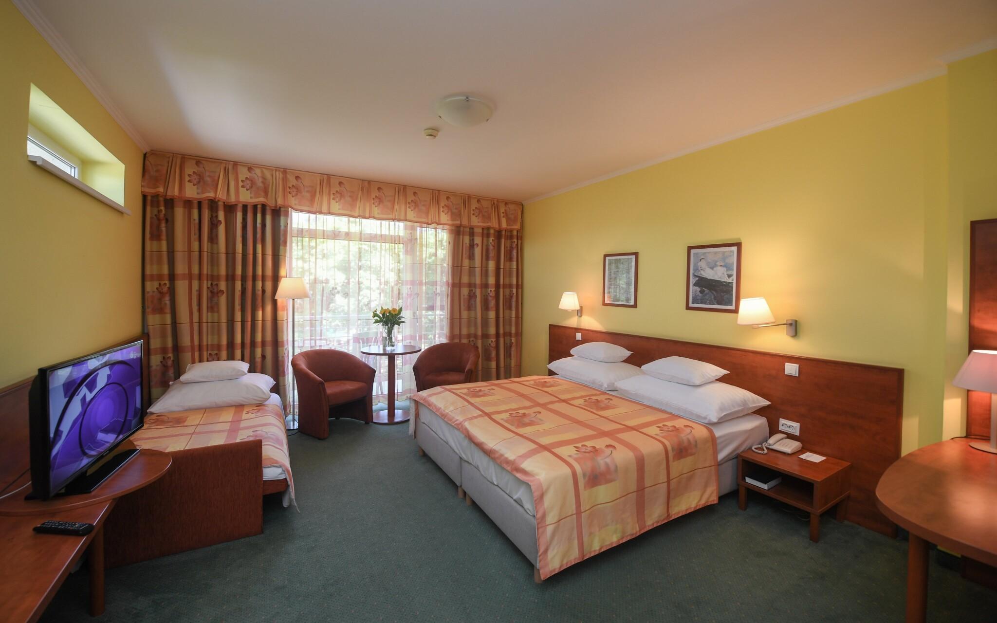 Dvoulůžkový pokoj s přistýlkou, Hunguest Hotel Répce GOLD