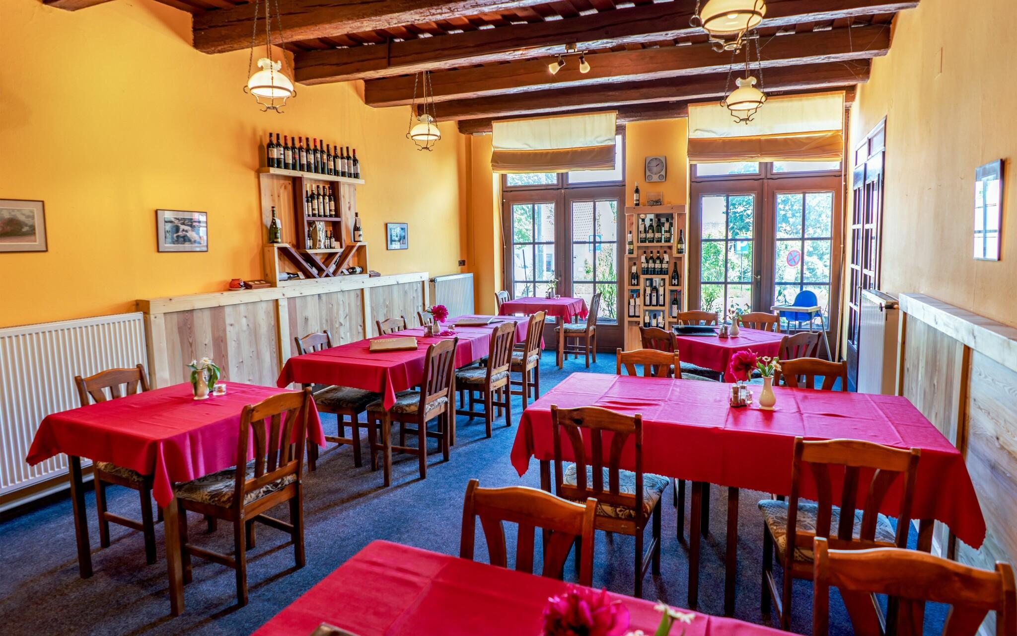 Reštaurácia, polpenzia, Hotel Weiss, Lechovice, južná Morava