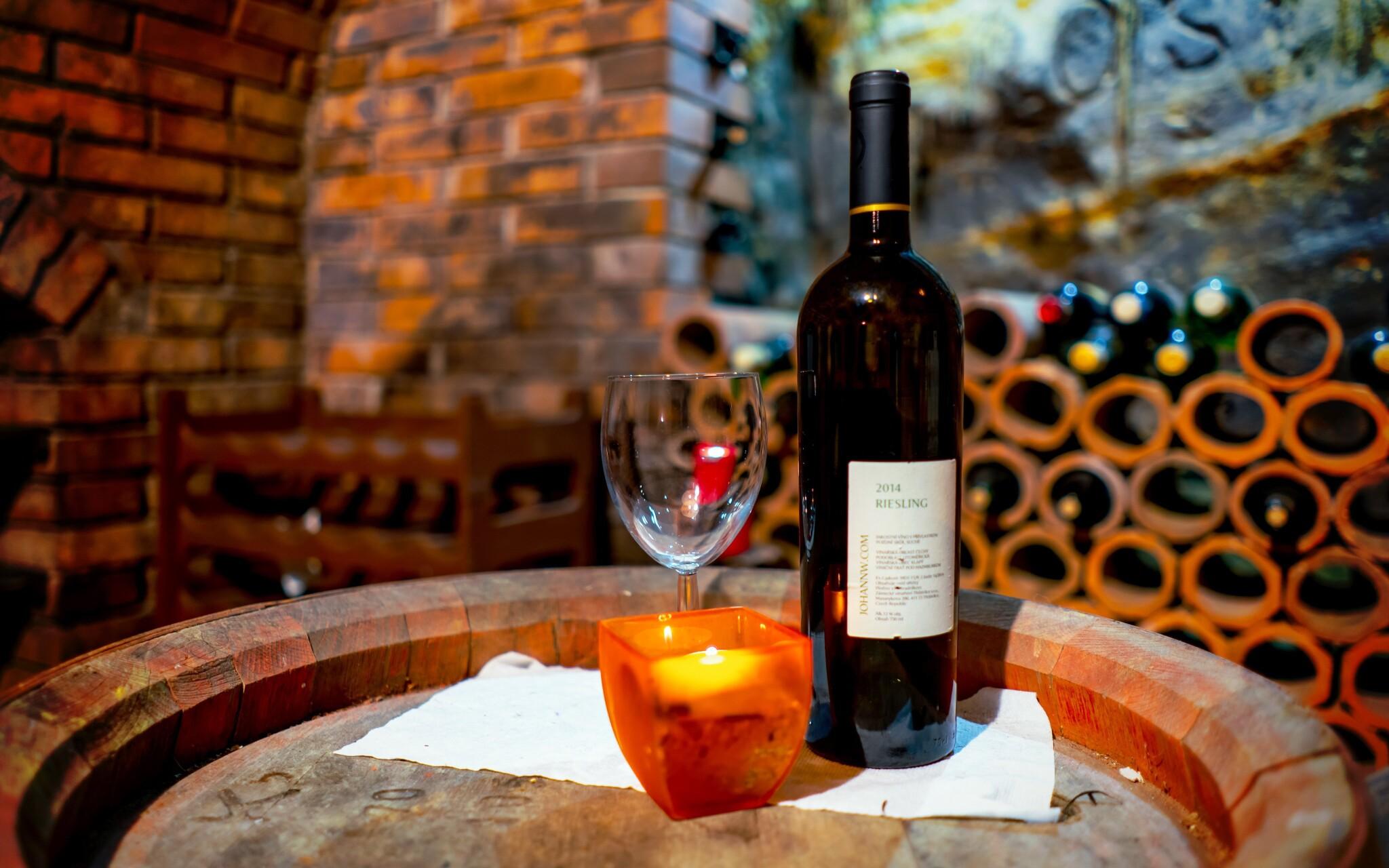 Vínna pivnica, víno, Hotel Weiss, Lechovice, južná Morava