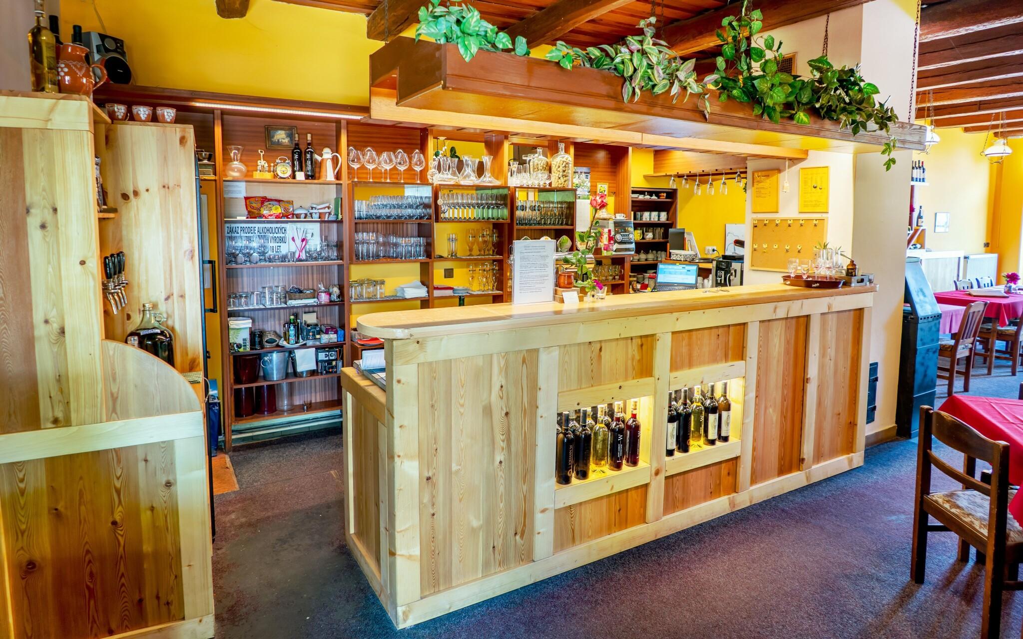 Reštaurácia, bar, Hotel Weiss, Lechovice, južná Morava