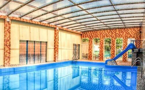 Penzion nabízí bazén s termální vodou