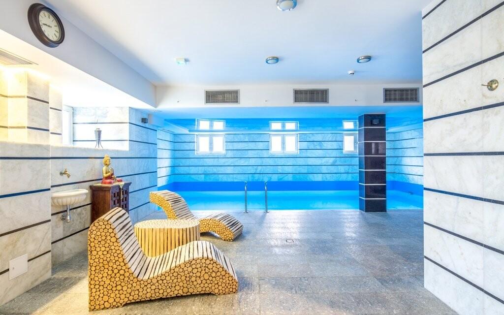 Zaplavte si v bazénu, který je šetrný k vašim očím i pokožce