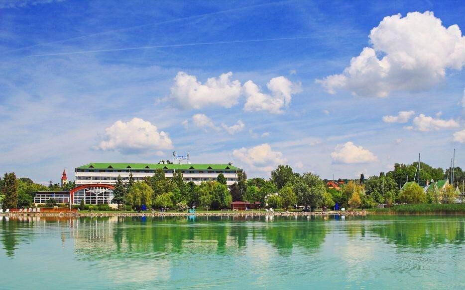 Hotel Marina-Port **** se soukromou pláží u Balatonu