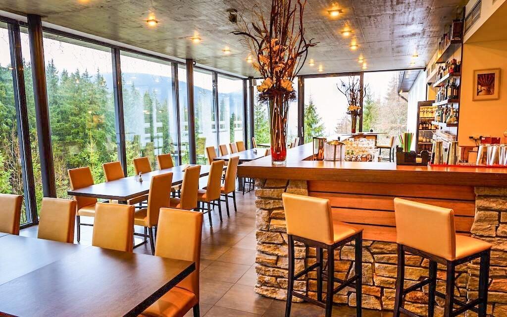 Bar v restauraci, Hotel Ostredok ***, Jasná, Slovensko