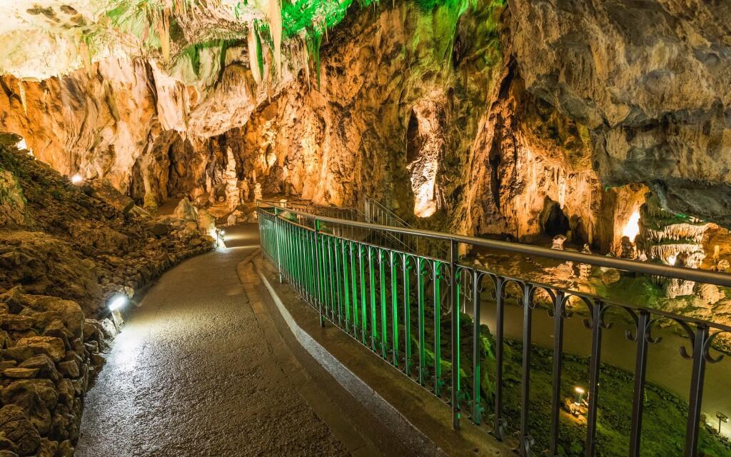 Krápníkové jeskyně a Moravská Kras vás určitě uchvátí