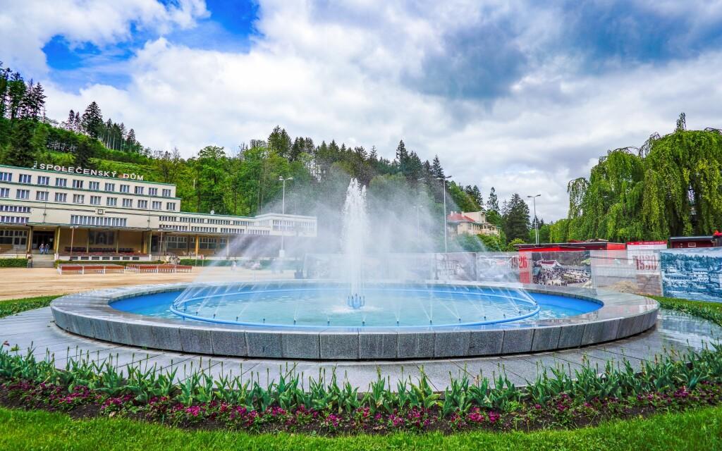Lázeňské město Luhačovice s kolonádou a minerálními prameny