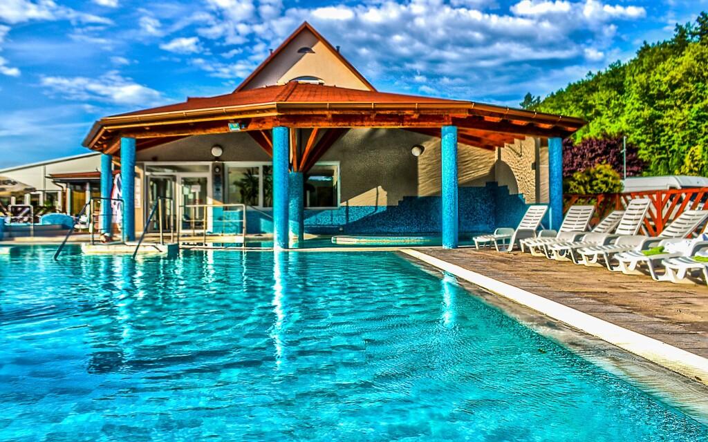 Vonkajšie bazény si užijete aj za sychravého počasia