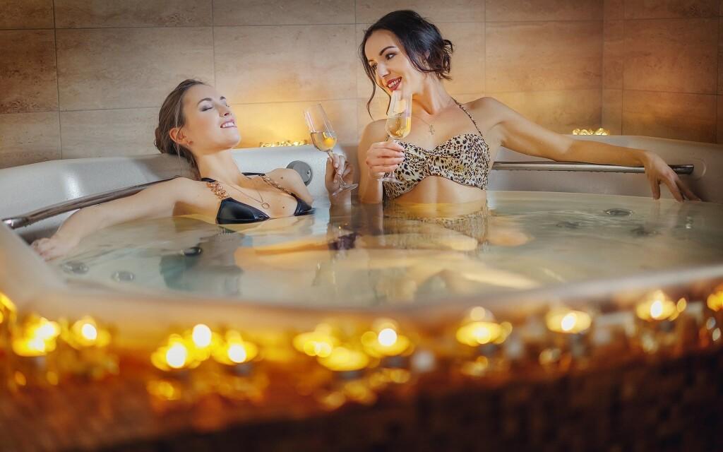 Ve wellness najdete vířivku, saunu i solnou jeskyni