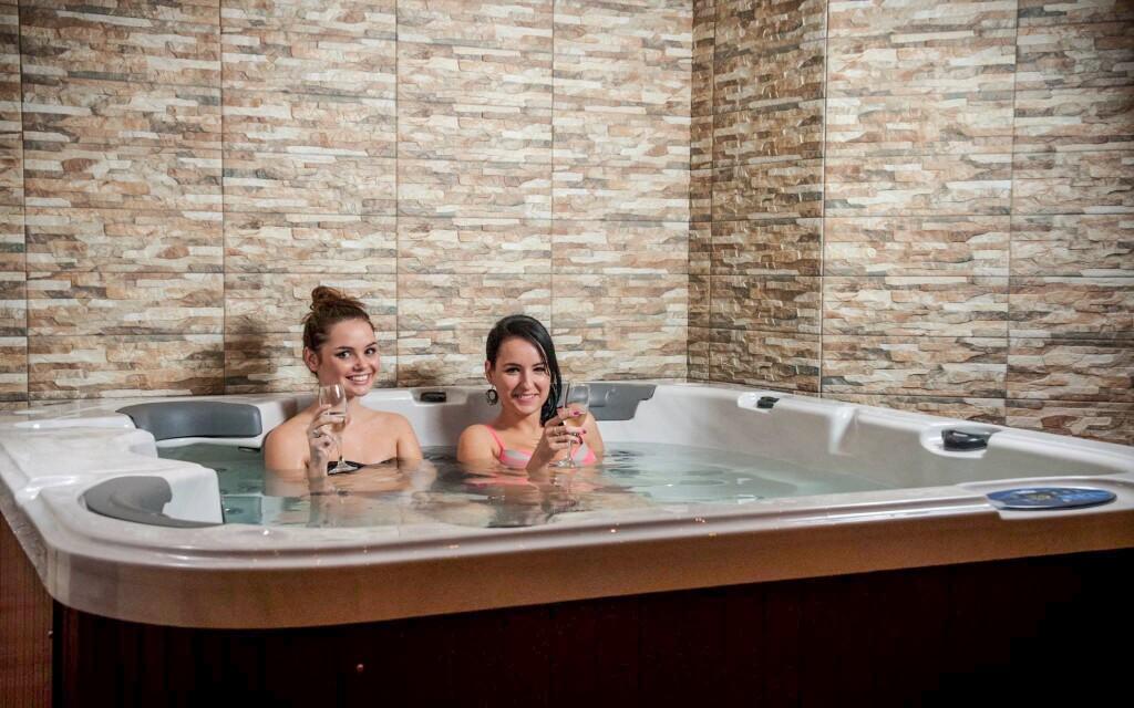 Wellness, pezsgőfürdő, relax, Hotel Banderium ***
