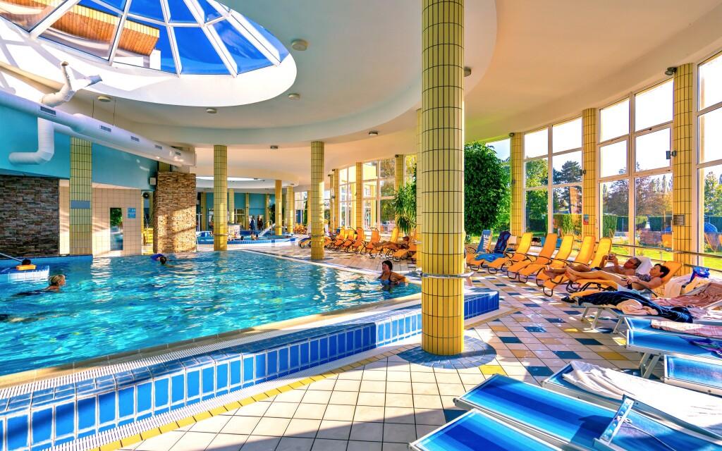 V bazénech je spousta atrakcí, třeba chrliče nebo trysky