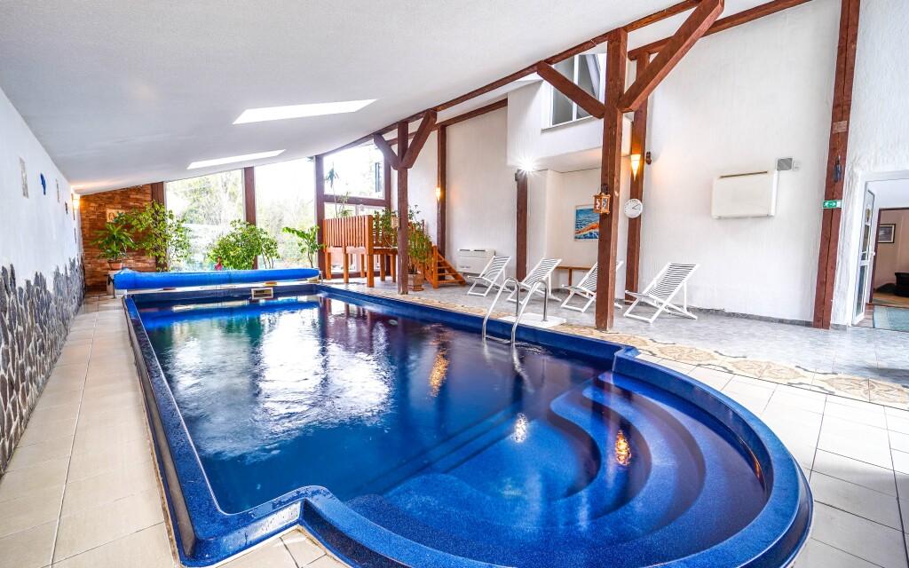 Zažijte nekonečný relax v hotelovém wellness, bazén