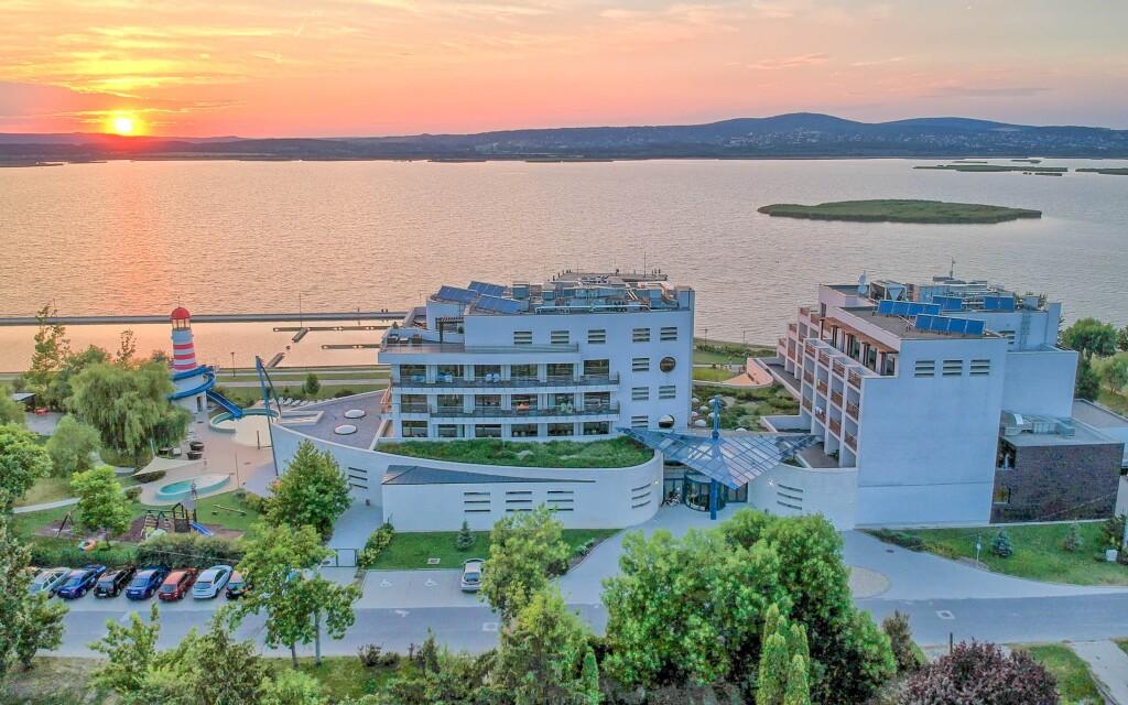 Vital Hotel Nautis ****superior u jezera Velence, Maďarsko