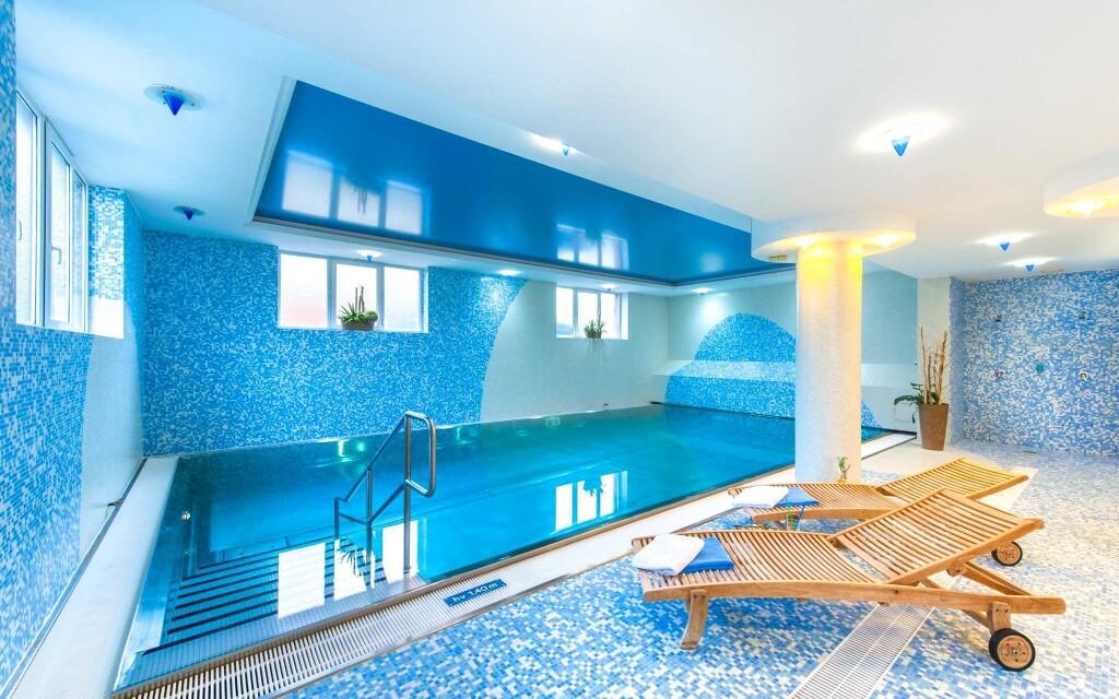 Bazén ve wellness, April Hotel Panorama ****