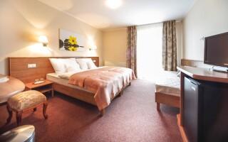Pokoje jsou prostorné a moderně zařízené