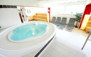 K dispozícii je parádne wellness centrum s vírivkou a saunou