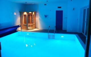 Vo wellness centre nájdete bazén i saunu