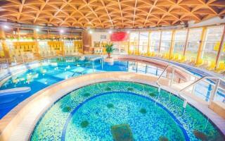 Beltéri és szabadtéri medencék a Bükfürdő Termálfürdőben