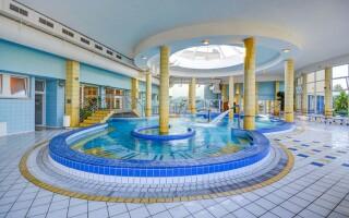 Élvezze a korlátlan pihenés a termálvizes medencékben