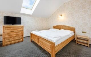 Pokoje jsou komfortně vybaveny a mají možnost přistýlky