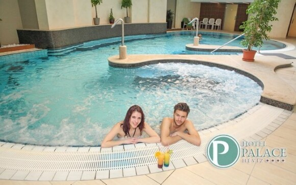 Relaxujte třeba v bazénu
