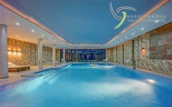 Užijte si neomezeného koupání v tomto parádním bazénu