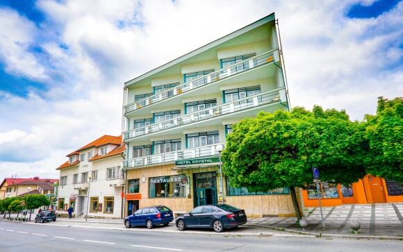 Hotel Krystal *** sa nachádza v centre Luhačovíc
