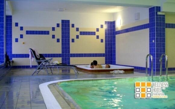 Kromě bazénu můžete využít také jacuzzi