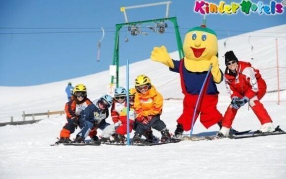 Spousta zábavy na sněhu? Jedině v KinderHotel Schneekönig Falkertsee