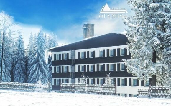 Hotel Olympia leží jen kousek od lyžařského střediska