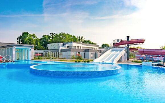 Venkovní bazén, léto, Termály Malé Bielice, Slovensko