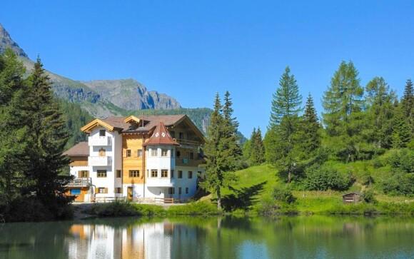 Hotel Miralago pri jazere v talianskych Dolomitoch