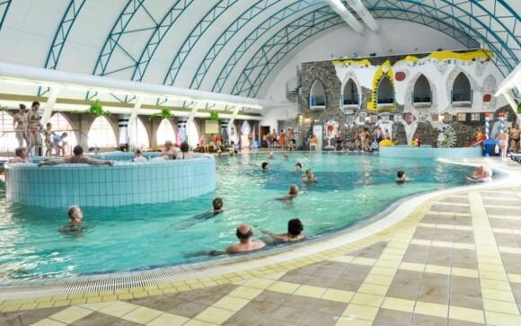 Prostory termálního koupaliště - krytý bazén