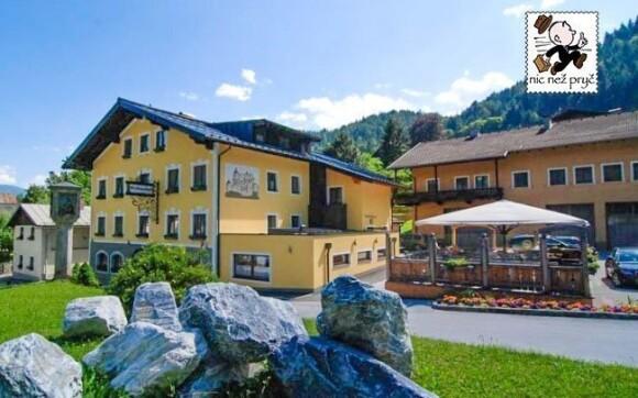 Hotel Werfenerhof stojí přímo pod krásným hradem