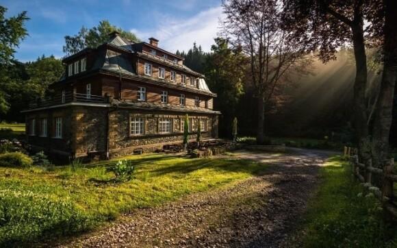 Horská chata se nachází uprostřed krásné přírody