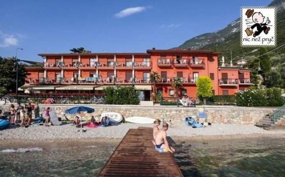 Hotel Rosa *** leží přímo na břehu jezera Lago di Garda