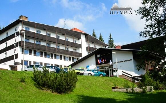 Sporthotel Olympia *** je obklopený zelení