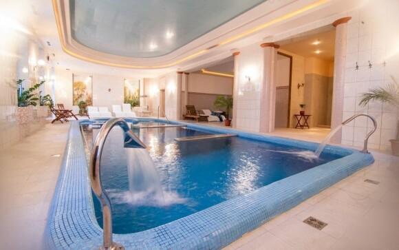 Vstup do wellness je neomezený... v bazénu si tak můžete zaplavat každý den