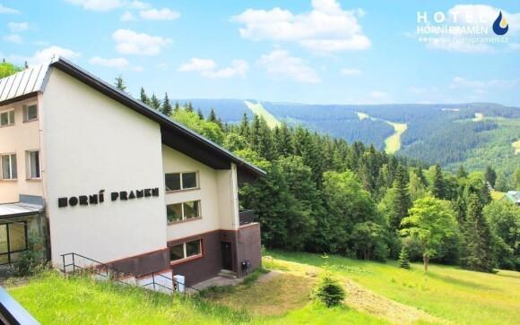 Hotel se nachází uprostřed nádherné přírody ve Špindlerově Mlýně