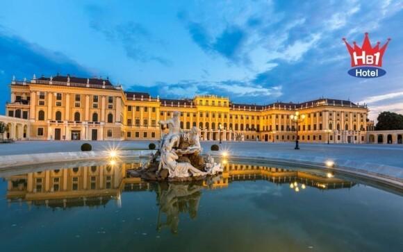 Ke krásnému zámku Schönbrunn dojdete z hotelu za 10 minut